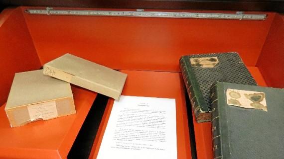 La Fundación Juan Ramón Jiménez muestra las cajas que custodiaron los manuscritos de 'Platero y yo'