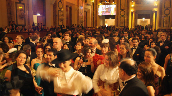 Los Mellis llenan el Palacio vienés de Hofburg y consiguen que el público baile a ritmo flamenco