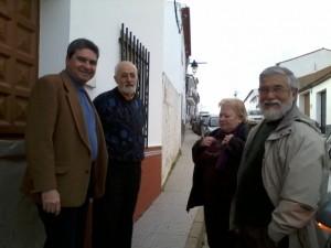 Este escritor onubense residente en Sevilla viaja con frecuencia a su localidad natal.