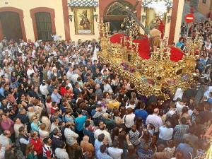 El paso de misterio de Tres Caídas, en la Plaza Niña.