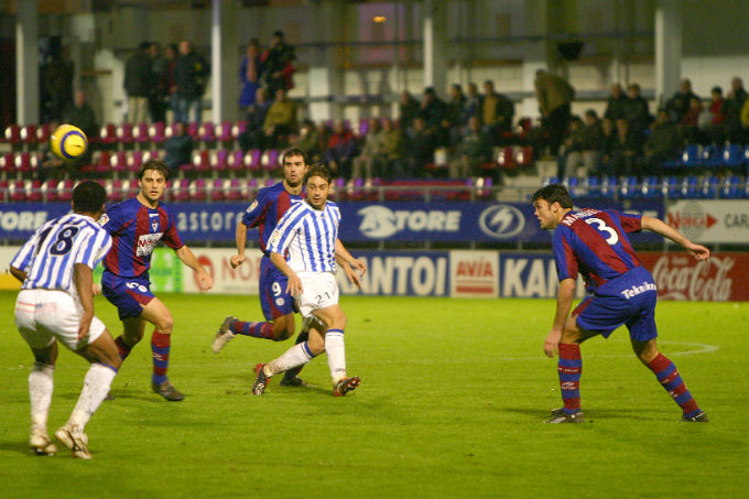Aitor y Uche, en una acción del único partido que ha ganado el Recre en Ipurúa.