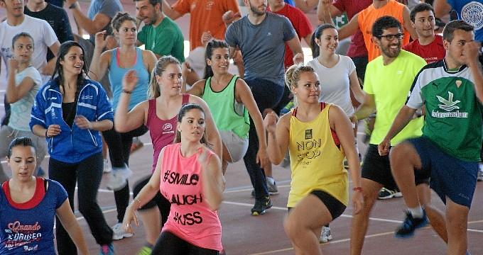 Más de un centenar de estudiantes participan en el Fitness-Day por la Igualdad