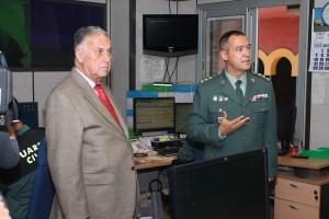 El subdelegado del Gobierno en Huelva, Enrique Pérez Viguera, y el coronel de la Guardia Civil de Huelva, Ezequiel Romero Guijarro.