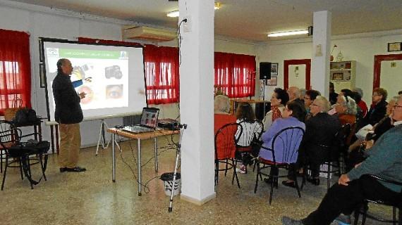Almonte acoge un taller para enseñar a cuidar la vista a los diabéticos