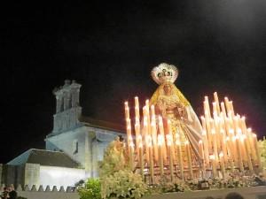 La Virgen del Rosario junto a Santa Clara.