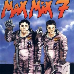 Comenzó haciendo sus primeras recopilaciones, imitando a los míticos Max Mix.
