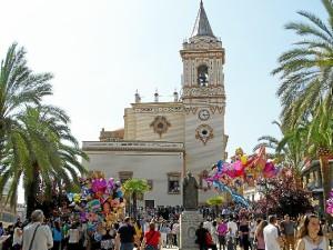 San Pedro se llena para ver salir a La Borriquita.
