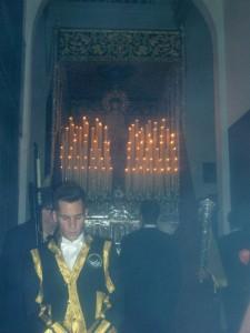 La Virgen de rocío y Esperanza iniciando su salida procesional.