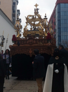 La urna del Santo entierro guiada por Sara Vergel y portada por mujeres.