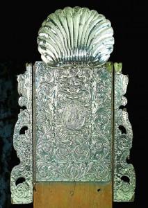 Gómez envió numerosos objetos de plata a la iglesia de Cumbres.