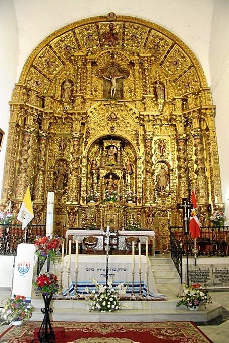El altar mayor de la iglesia de San Miguel de Cumbres Mayores se realizó gracias a las donaciones de Gómez.