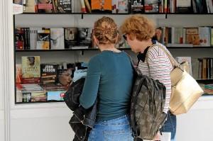 Los libros y sus lectores como protagonistas en la Feria del Libro.
