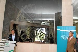 La noria situada en el Museo de Huelva, única que se conserva casi al completo.