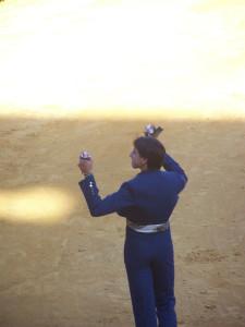 Roca Rey, con su premio de la tarde.