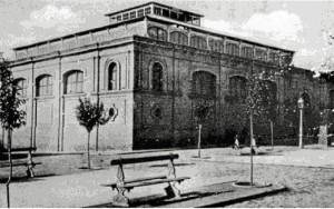 El diseño del edificio fue obra del arquitecto municipal Manuel Pérez González. / El Mercado de Santa Fe hacia 1910 (Postales A.H.M. Huelva).
