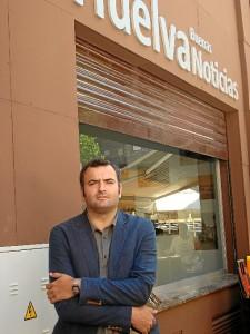 Ángel Romero presentó su libro en la redacción de Huelva Buenas Noticias.