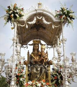 La Virgen de la Bella de camino hacia su ermita.