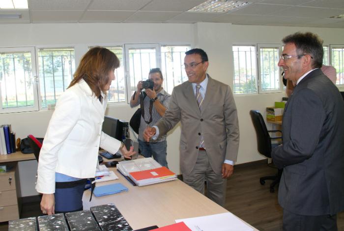 El presidente de la Diputación, Ignacio Caraballo visitando las instalaciones de la oficina.