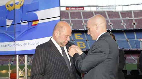 El Recreativo, homenajeado por la AFE en su Asamblea General celebrada en el Camp Nou