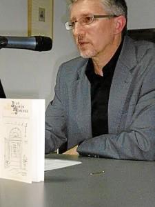 El escritor cuenta con numerosos premios.