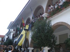 Los jugadores, en el balcón del Ayuntamiento para recibir los vítores de los aficionados. / Foto: C. B.