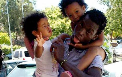 La familia de Boubacar Conde agradece la solidaridad de los onubenses tras lograr el dinero para la repatriación
