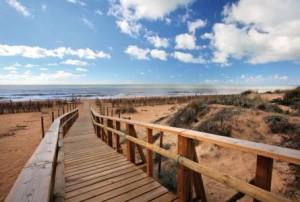 En la Costa de Huelva se  superan las 3.000 horas de sol al año, siendo algo menor en el interior.