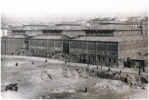 Desaparecido Mercado de Los Mostenses en Madrid; inspirado en los Mercados Centrales de París, se aprecia la similitud con el mercado onubense (SILVA SUAREZ, M.)