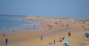 La vida continúa con total normalidad en Mazagón, donde no sólo destacan sus playas, sino también su zona comercial y hostelera.