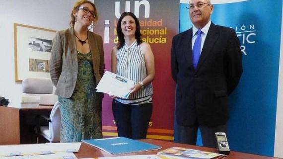 La ganadora del II Premio de Estudios Onubenses María Luisa Calero recoge el galardón