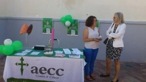 Mesa informativa sobre la Asociación Española Contra el Cáncer y la prevención de la enfermedad, en el Día Mundial Sin Tabaco.