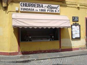 El puesto de churros en e antiguo Mercado del Carmen.