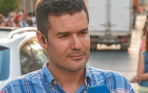 El periodista Antonio Sánchez prepara el lanzamiento de 'El rastro de su voz', su primera novela
