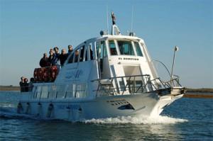 Uno de los servicios de transbordador turístico que permite el acceso a la Flecha./FOTO: www.cartayaweb.com