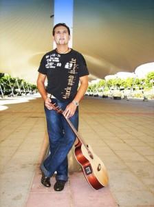 Nicolás comenzó en el mundo de la música con 14 años.