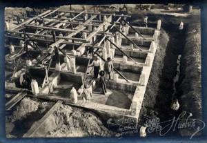 Para erigirlo se construyó un plataforma de hormigón. / Foto: Archivo Histórico.