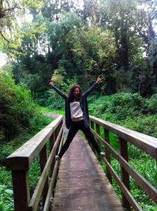 Dando un paseo por uno de los verdes parques de Peterborough.