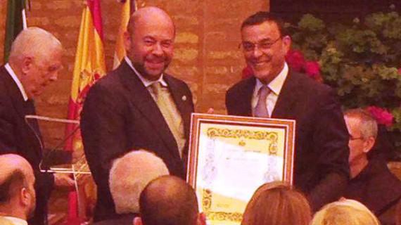 La Real Sociedad Colombina Onubense otorga al Recreativo de Huelva la Medalla de Honor por su 125 Aniversario