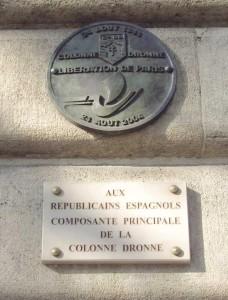 El 24 de agosto del año 2004 se colocaron, por fin, en el ayuntamiento parisino, sendas placas reconociendo que los republicanos españoles liberaron la ciudad (Col. Jesús Copeiro).
