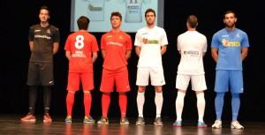 En el acto del Teatro España se dieron a conocer las equipaciones de esta temporada.