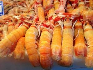 La venta del pescado está estructurada por horarios.  / Foto: Conce Macías.