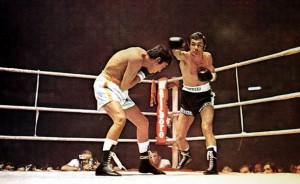 Una imagen de la pelea entre Pedro Carrasco y Mando Ramos, con el Mundial en juego.