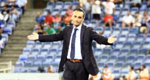 José Luis Oltra abraza la esperanza de comenzar la Liga con un triunfo. / Foto: Josele Ruiz.