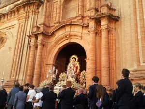 La Virgen de Montemayor procesiona este lunes 8 de septiembre.