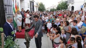 Acto de inauguración de la escultura.