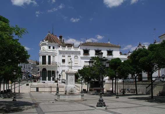 Fachada del Casino de Aracena. /Foto: Fotoespacios.