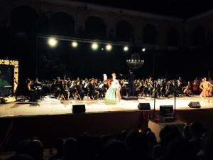 La recién incorporada y conocida Virgina Carmona, dejó muestras de su calidad vocal.