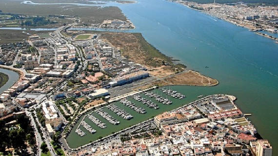 Seis empresas optan a la obra de dragado de la desembocadura del Guadiana