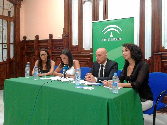 Rueda de prensa de María Márquez en el Instituto Andaluz de la Juventud en Huelva.