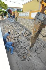 Una imagen de los trabajos de rehabilitación en una de las calles del núcleo costero.